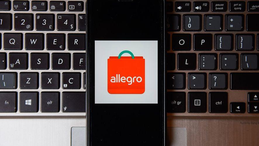 Allegro wprowadzi zmiany w płatnościach za przesyłki (fot. Getty Images)
