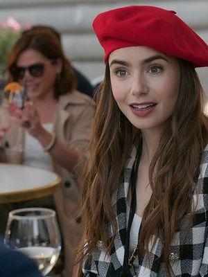 """""""Emily w Paryżu"""" dostanie drugi sezon! Możemy być już prawie pewni"""