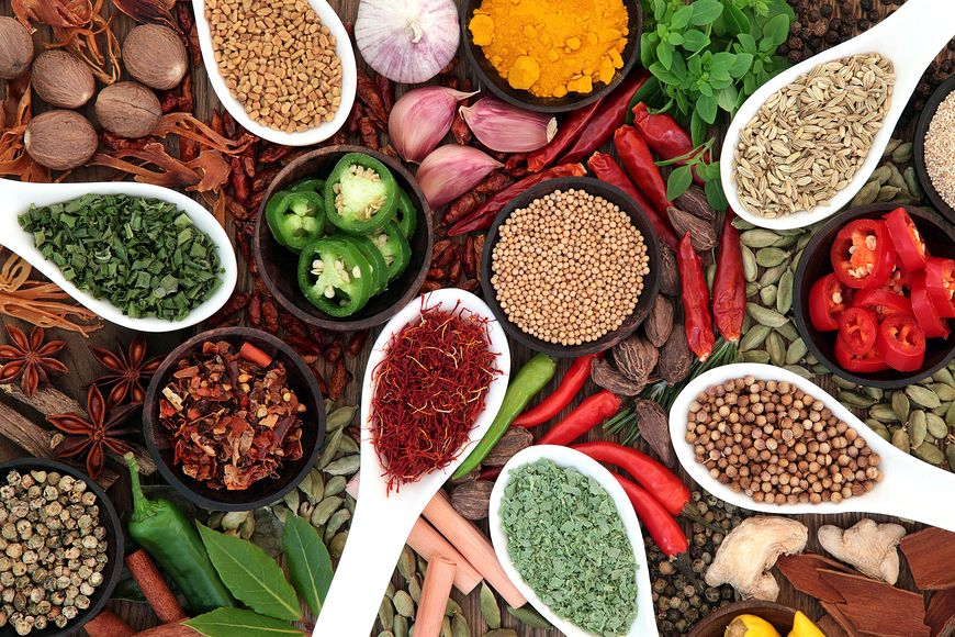 Przyprawy nie tylko wzbogacają smak i aromat potraw, mogą nas również rozgrzewać