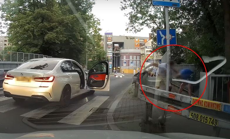 Bijatyka w Bielsku-Białej. Kierowca bmw dotkliwie pobił pieszego. Nagranie