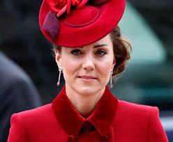 Księżna Kate nosi pierścionek po pewnej osobie. Niewiele osób wiedziało