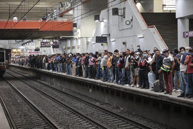 Meksyk. Tłumy w metrze i na ulicach. Pomimo koronawirusa