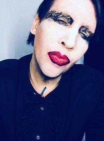 """Ofiary Marilyna Mansona przerywają milczenie. """"Maltretował, terroryzował"""""""