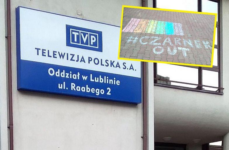 Panika z powodu tęczy przed siedzibą TVP w Lublinie. Interweniowała policja