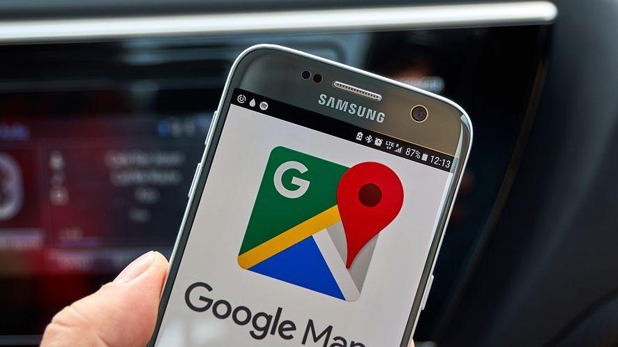 Pokazujemy, jak ustawić tryb ciemny w Mapach Google. (depositphotos)