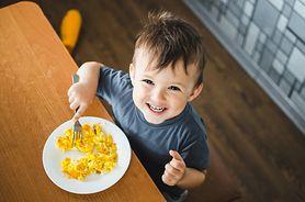 Co podać dziecku na kolację, by dobrze spało całą noc?