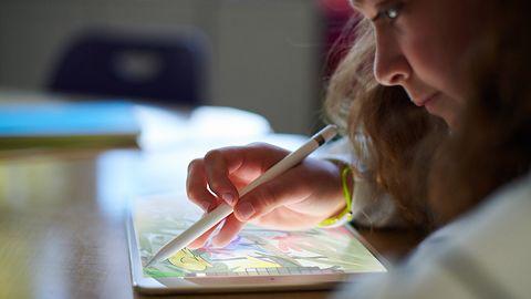 Nowy iPad z obsługą rysika w specjalnej cenie dla szkół, iWork gratis