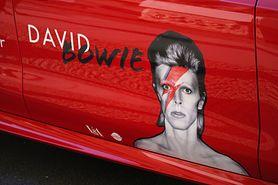 Co nauka mówi o elektryzującym spojrzeniu Davida Bowiego?