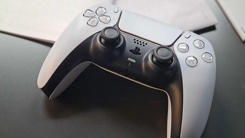 PS5 nagrywa twój głos. Za każdym razem, gdy odblokujesz trofeum