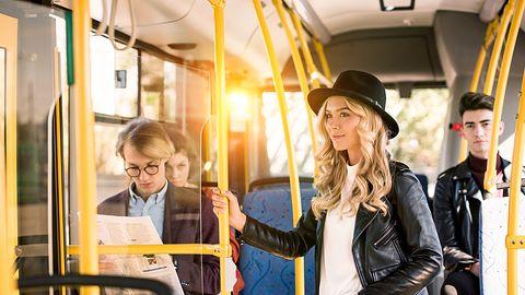 Z aplikacją moBiLET za bilet komunikacji miejskiej zapłacimy o połowę mniej