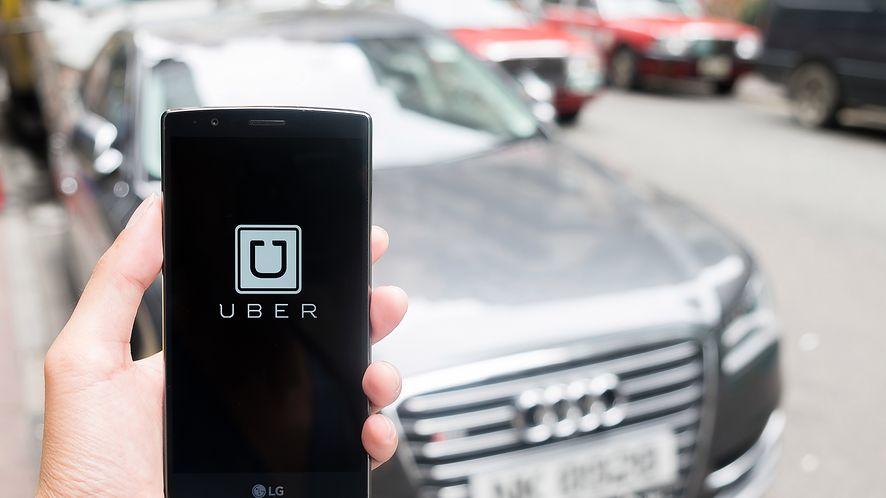Aplikacja Uber i Audi A8 z depositphotos