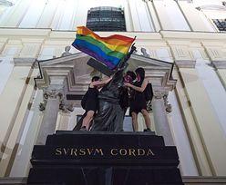 Warszawa. Jezus Chrystus z tęczową flagą. Minister zawiadomił prokuraturę