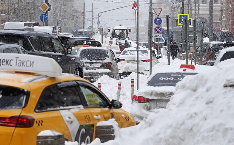 Moskwa sparaliżowana! Rosjanie walczą z atakiem zimy