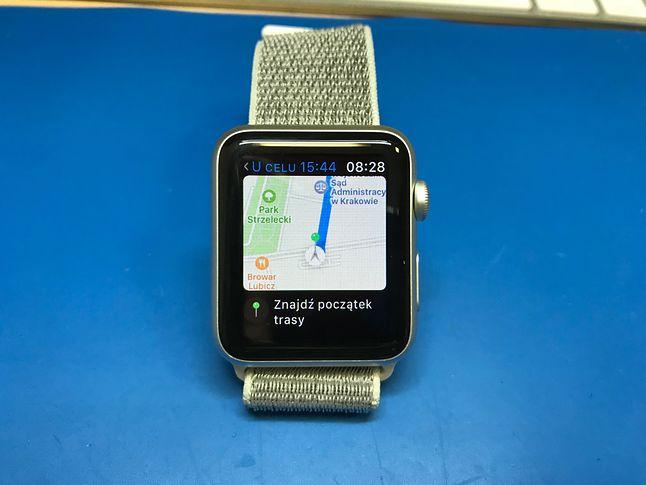 Nawigacja poprzez zegarek jest pomysłem niezłym, choć ciągle wibrujący zegarek zaczyna szybko denerwować. Natomiast mapa wyświetlana na zegarku czasem sięprzydaje.