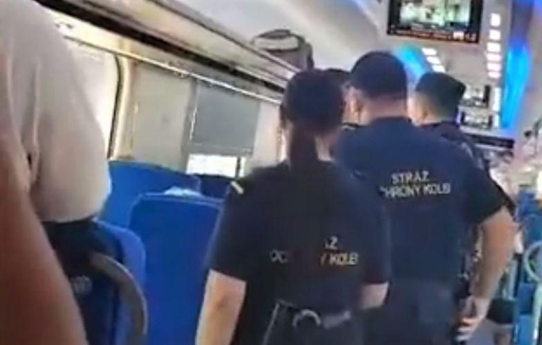 Interwencja policji w pociągu. Powalili go i wykręcali rękę, bo nie miał maseczki