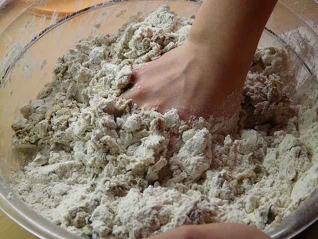 Używaj pełnoziarnistej mąki