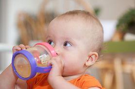Problemy z żołądkiem u dziecka? Podaj mu sok jabłkowy