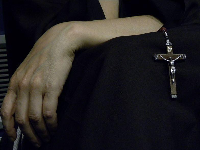 Musiała rozebrać się do naga. Szokujące zeznania polskiej zakonnicy