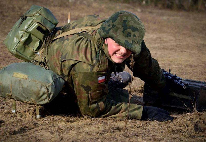 Szczegół na zdjęciach polskich żołnierzy.