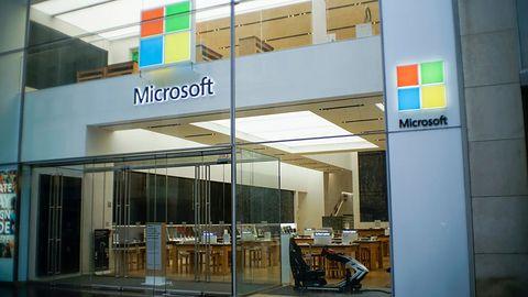 Microsoft zwalnia pracowników, bo może ich zastąpić sztuczną inteligencją