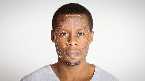 Pomyłka systemu rozpoznawania twarzy. Policja wiedziała, a i tak zaaresztowała