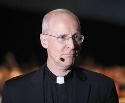 Chcą zniszczyć katolickiego księdza. Powód? Buduje dialog z LGBT