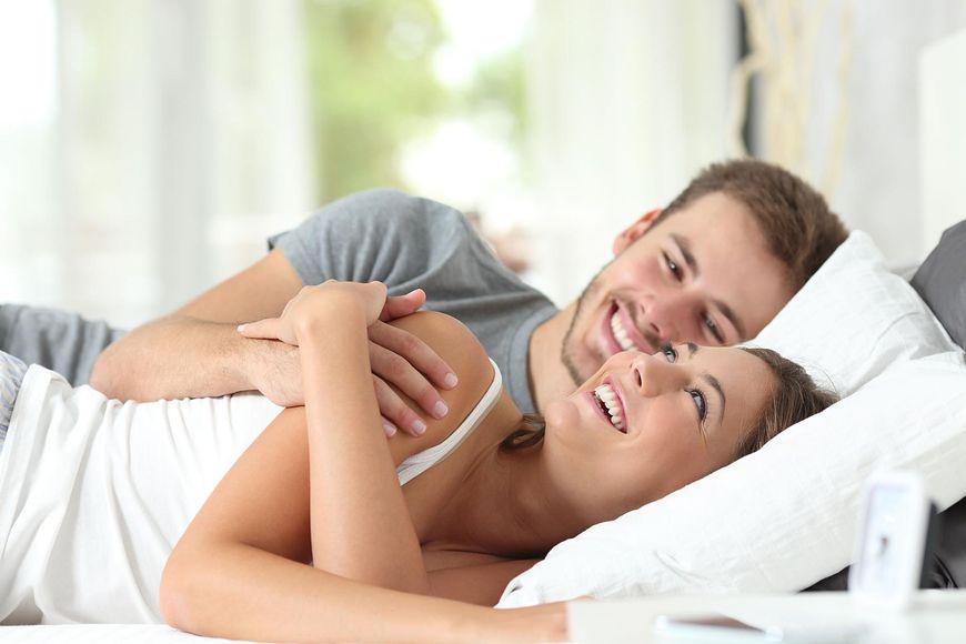 Podczas spania w jednym łóżku z ukochaną osobą uwalnia się oksytocyna