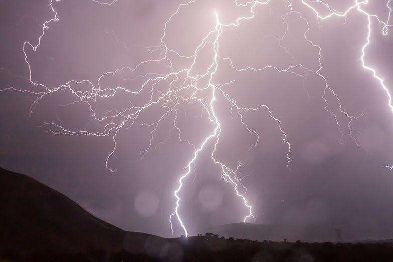 Gdzie jest burza? RCB wysłało alert. IMGW ostrzega przed trąbami powietrznymi
