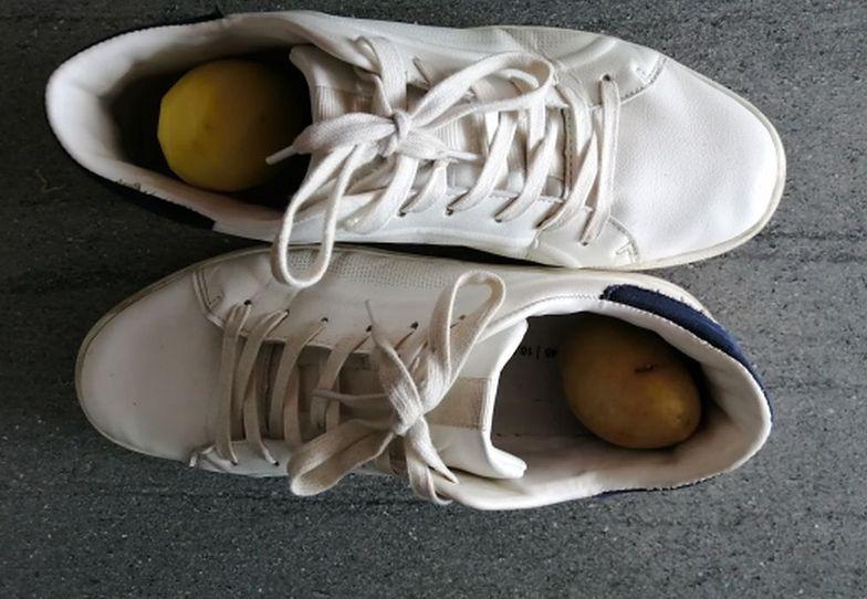 Patent naszych babć. Włóż ziemniaki do butów ze skóry. Po nocy się zdziwisz
