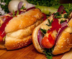 Hot-dog. Symbol fast foodów ma dziś swoje święto