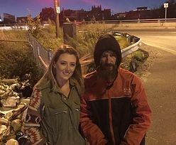 Ostatnimi pieniędzmi poratował ją bezdomny. Zebrała dla niego prawdziwą fortunę