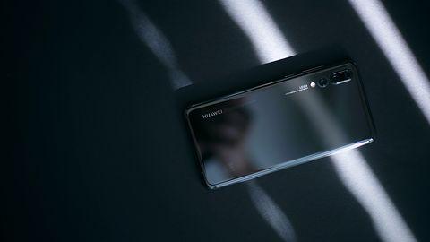 Huawei pracuje nad rekordowo szybkim ładowaniem, w grę wchodzi nawet 135 watów
