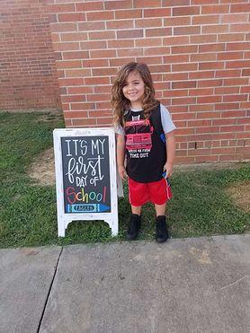 Dyrekcja nie wpuściła chłopca do przedszkola. Miał za długie włosy
