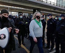 Strajk Kobiet okupuje rondo Czterdziestolatka. Przepychanki z policją