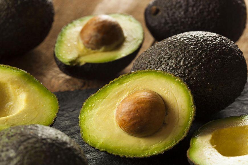 Awokado to źródło nienasyconych kwasów tłuszczowych