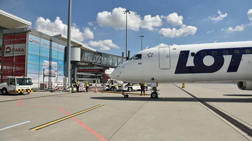 samolot lotnisko PLL LOT linie lotnicze