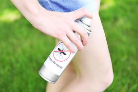 Naturalny spray na komary. W składzie olejki eteryczne (WIDEO)