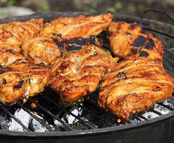 Przepis na kurczaka z grilla. Ten składnik sprawi, że mięso będzie soczyste