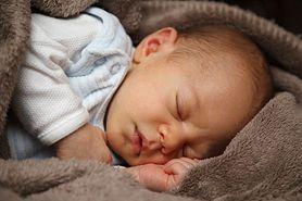 Sapka niemowlęca - przyczyny, objawy, leczenie. Jak sobie z nią radzić?