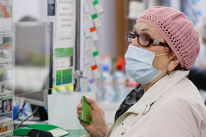 Mieszkańcy państw dotkniętych pandemią próbują leczyć się na własną rękę
