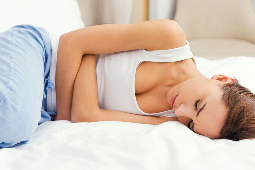 Glistnik łagodzi bóle menstruacyjne i skurcze jelit