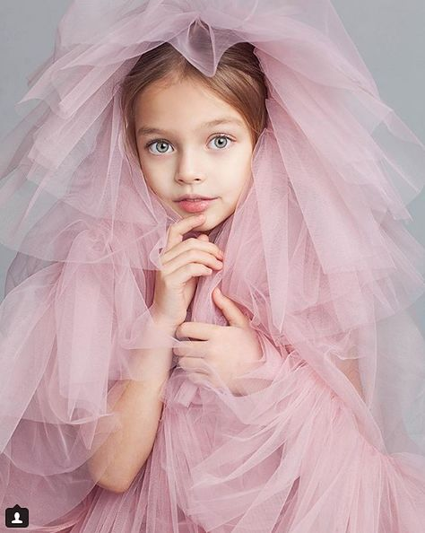 Dziewczynka jest modelką i aktorką