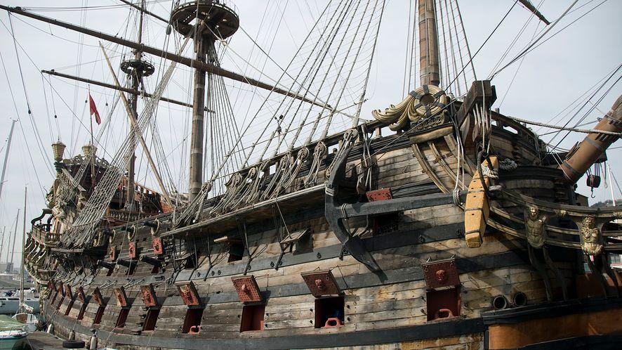Stary statek piracki z depositphotos