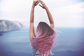 Kolorowe włosy - trendy, dla kogo,  stylizacje