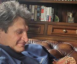 Andrzej Gołota w klapeczkach na fotelu, a fani pytają o zegarek
