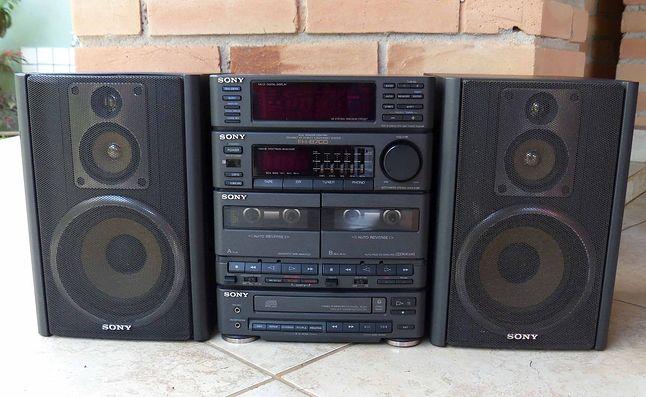 Sony FH-B7CD - kompaktowy, acz dobrze wyposażony model z początku lat 90'