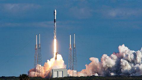 Amazon będzie nadawał internet z kosmosu. Bezos wystrzeli tysiące satelitów