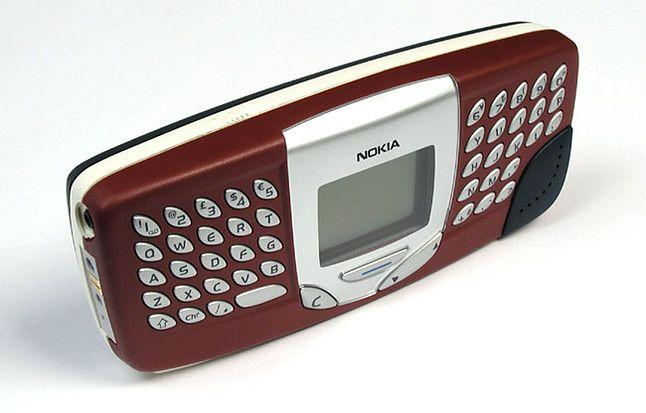 Nokia 5510, czyli odpowiedź na modę. Obsługiwał standard mp3 i miał dedykowaną klawiaturę do SMS-ów  (mobilmania.cz)