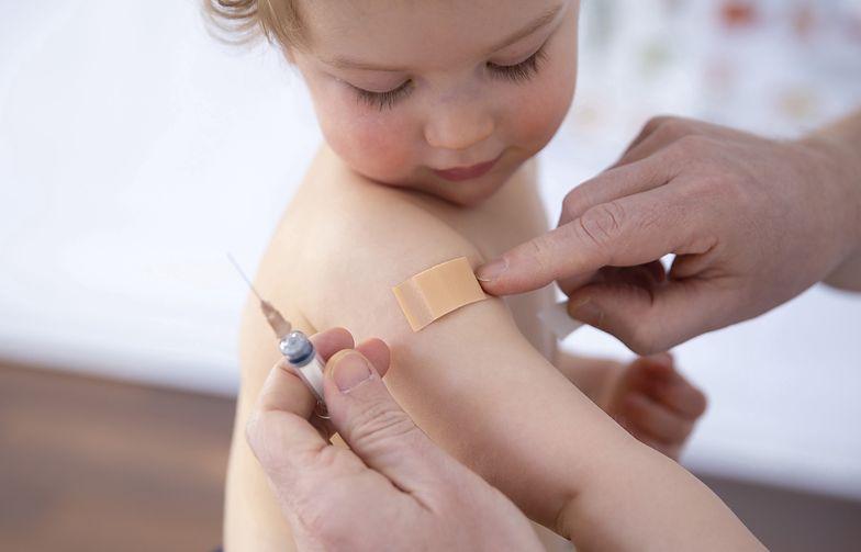 Szczepionka Moderny. Wielkie poruszenie przełomową decyzją