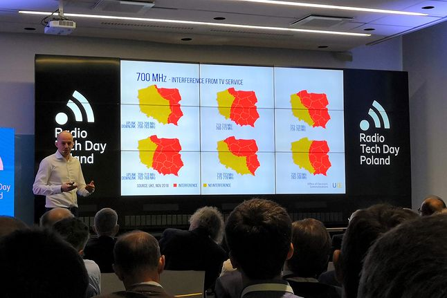 mapa interferencji w paśmie 700 MHz, prezentuje Marcin Cichy, prezes UKE